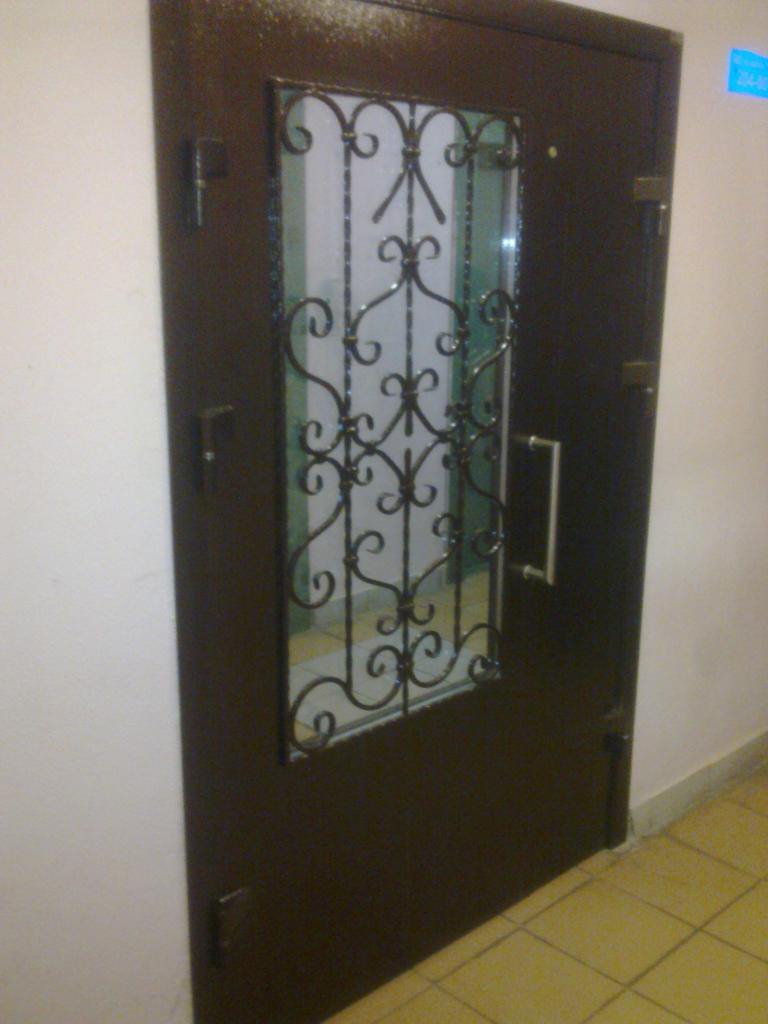 металлические двери в тамбур подьезда
