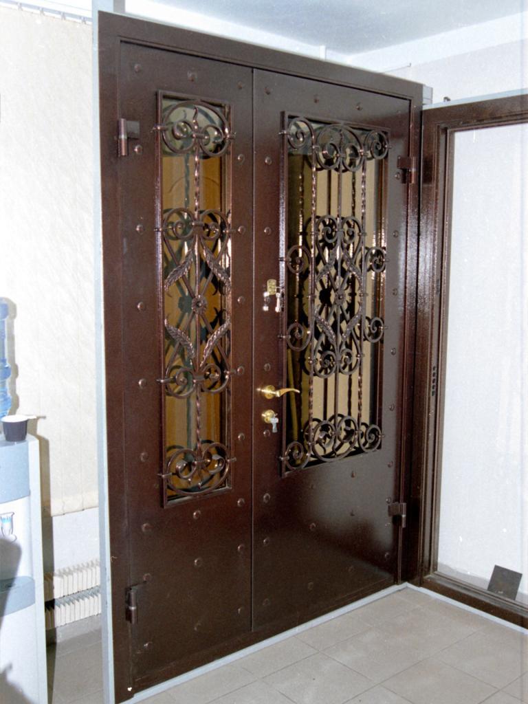 установка металлической двери на заказ