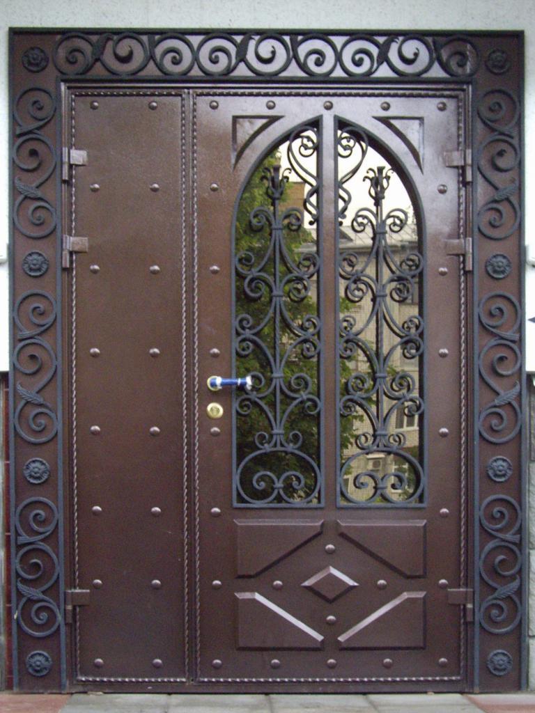 однолистовая каркасная металлическая дверь