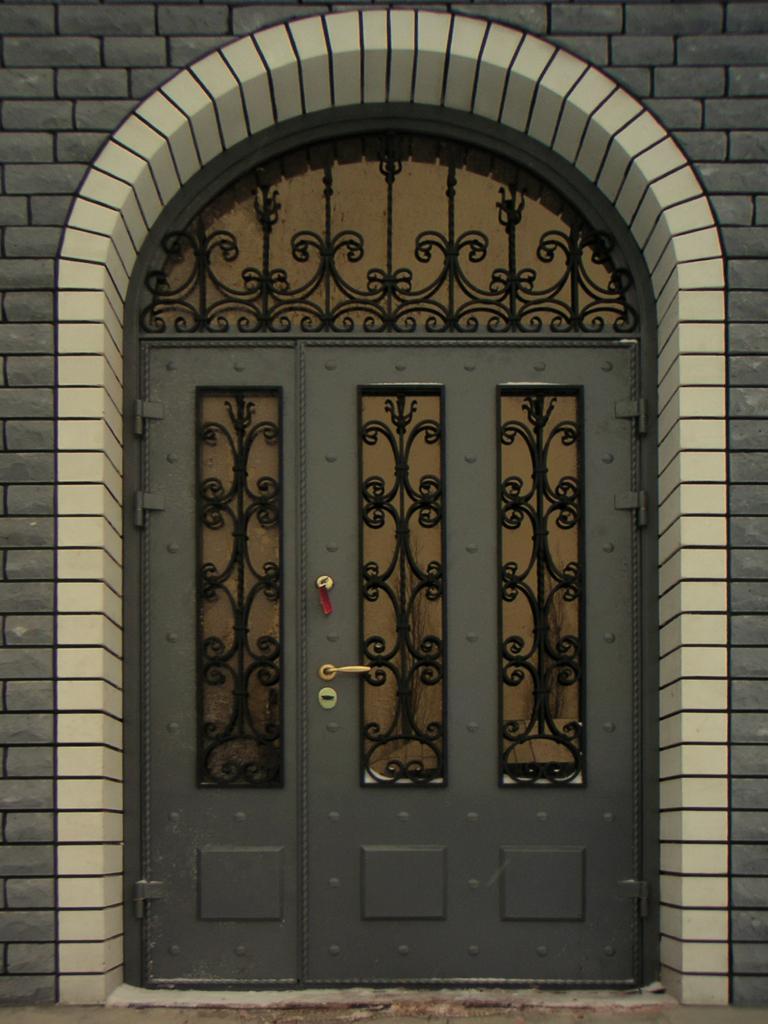 стальные двери для загородного дома с ковкой